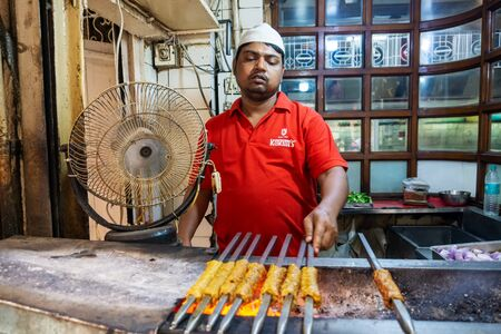Old Delhi, India - March 4, 2018: Unidentified Man grilling an Indian Chicken and Mutton Kebabs at Chandni Chowk in Old Delhi India Stok Fotoğraf - 140919544