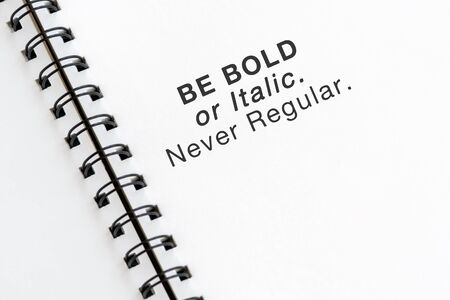 Inspirational quotes text on note pad - Be bold or italic never regular. Imagens