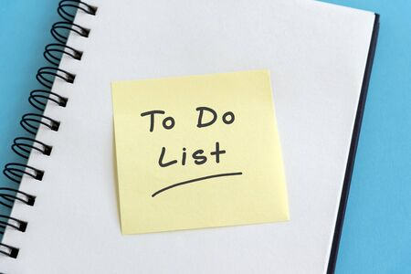 To do list on sticky note on top of note pad Imagens