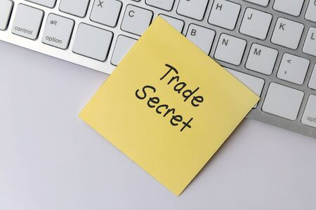 Trade Secret text on paper note stick on computer keyboard Imagens - 149748200