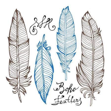 piuma bianca: disegnati a mano piume di uccello del primo piano isolato su sfondo bianco set. stile Boho. illustrazione di vettore