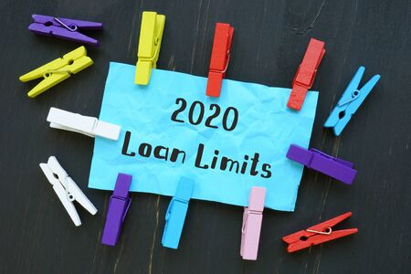 2020 Loan Limits  sign on the sheet. 免版税图像