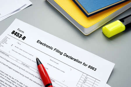 Financial concept meaning Form 8453-R Electronic Filing Declaration for 8963 with phrase on the sheet. Archivio Fotografico