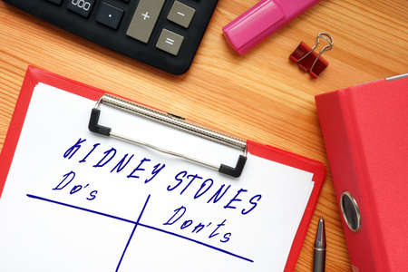 KIDNEY STONES Do's and Don'ts inscription on the piece of paper.