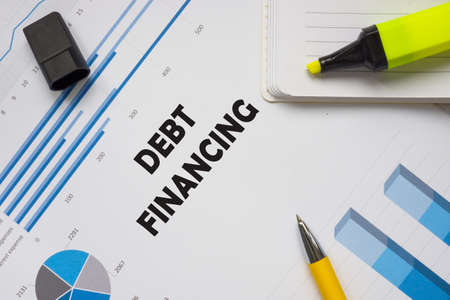 DEBT FINANCING sign on the piece of paper. Stockfoto