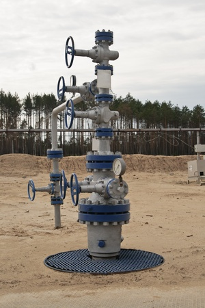 Well for extraction of hydrocarbons Standard-Bild