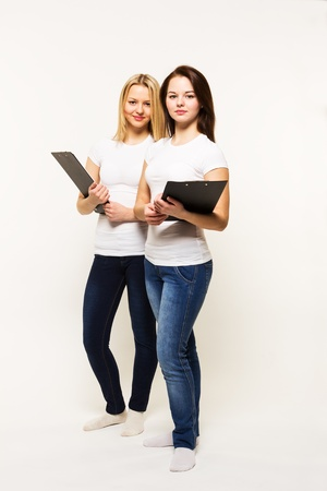 sisters sexy: Girl sisters in t-shirts it