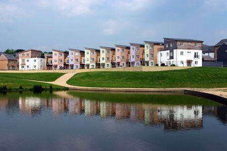 housing: Un desarrollo de las nuevas viviendas son en su mayor�a de madera  Foto de archivo
