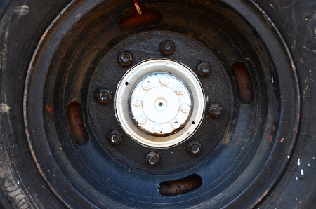 vulcanization: car tire with aluminum alloy wheel