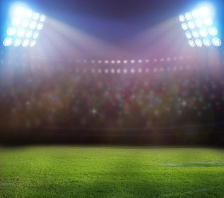 campeonato de futbol: luces del estadio en la noche y el estadio