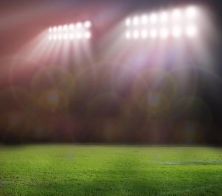 campo di calcio: luci dello stadio a notte e stadio