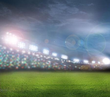 cancha de futbol: focos brillantes Foto de archivo