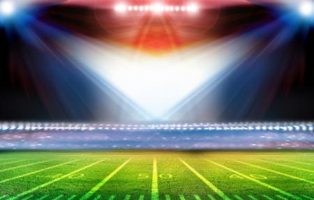 Groen voetbalveld, felle lampen Stockfoto