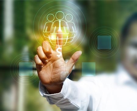 Business Person, die mit moderner Technologie virtueller Standard-Bild - 39347942