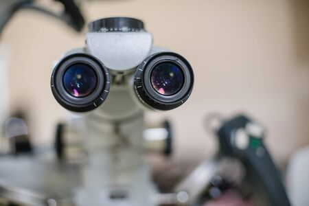 Examen de la vue pour les patients traités à l'hôpital.