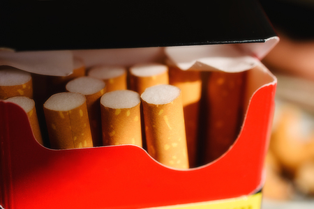 encendedores: Close-Up Of Red And Black Cigarette Pack With Several Cigarettes Within