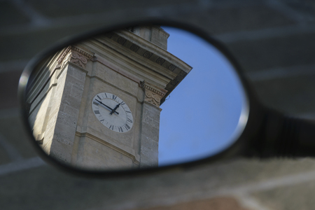 milánó: Abstract Shot Of Old Clock Tower Through Mirror