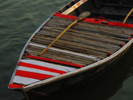 oar: COLOURED BOAT WITH OAR AND MOBILE