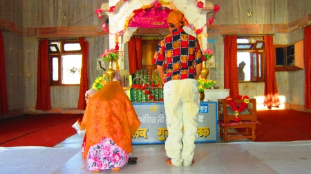 gurudwara: Paying obesiance at Gurudwara Handi Saheb, Danapur, Asia, India.  Shot during afternoon at Danapur, Bihar, Asia. on 08,08,2012. Editorial