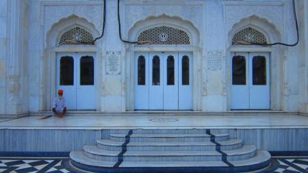 gurudwara: A Sikh resting on the courtyard of Gurudwara Patna Saheb, Shot during afternoon hours on 19.08.12 at Gurdwara Patna Saheb, Patna, India, Asia. Editorial