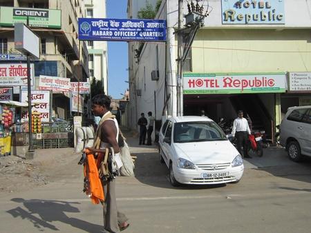gandhi: CAR CLEANING MERCHANDISE. SHOT AT MORNING HOURS ON 10.12.2012 AT GANDHI MAIDAN, PATNA, BIHAR, INDIA Editorial
