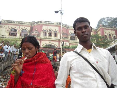 bihar: BIHARI COUPLE FROM RURAL INDIA. SHOT AT MORNING HOURS ON 03 NOVEMBER 2012 AT  PATNA, BIHAR, INDIA Editorial