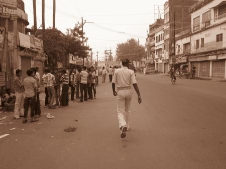 bihar: POLICEMAN IN A HURRY WALKING ON PATNA STREET. SHOT AT MORNING HOURS ON 03 NOVEMBER 2012 AT  PATNA, BIHAR, INDIA