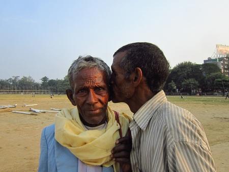 gandhi: A MAN IS WHISPERING AT THE EAR OF ANOTHER OLD MAN. SHOT AT AFTERNOON HOURS ON 05 NOVEMBER 2012 AT  GANDHI MAIDAN, PATNA, BIHAR, INDIA, ASIA.