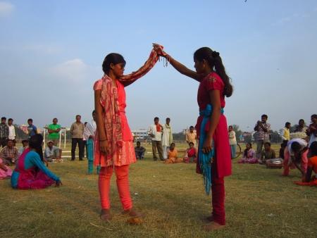 gandhi: YOUNG GIRLS OF PATNA ENACTING STREET PLAY OR NUKKAD NATAK AT GANDHI MAIDAN. SHOT AT AFTERNOON HOURS ON 05 NOVEMBER 2012 AT  GANDHI MAIDAN, PATNA, BIHAR, INDIA, ASIA.