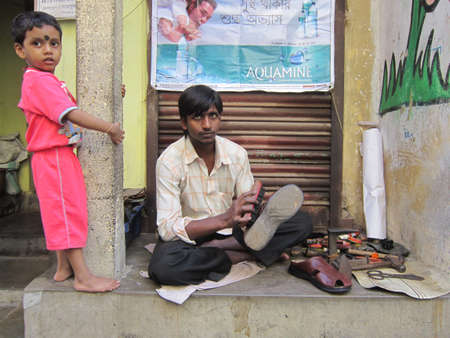 calcutta: COBBLER STREETSIDE.SHOT AT CALCUTTA, INDIA: AFTERNOON HOURS ON NOVEMBER 14,2012. Editorial