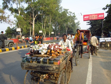 bihar: MAN SELLING TEA CUPS IN PUSHCART.SHOT AT PATNA,BIHAR, INDIA:AFTERNOON  HOURS ON NOVEMBER 23,2012.