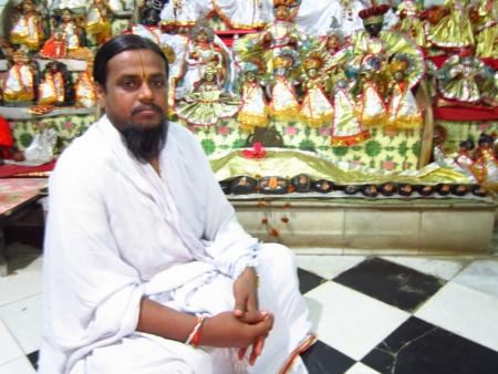 SADHU AT A TEMPLE.SHOT AT PATNA, BIHAR INDIA:MORNING HOURS ON NOVEMBER 23,2012. Stock Photo - 16768828