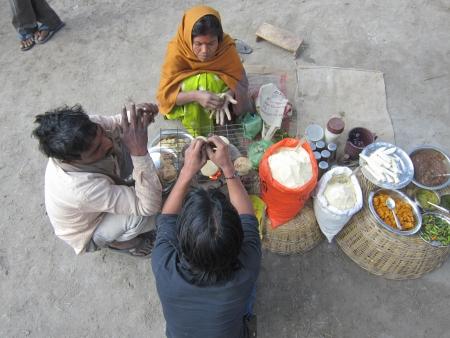 sonepur fair: woman making litti at fair. SHOT DURING MORNING HOURS ON 02.12.12 AT SONEPUR FAIR, SONEPUR, BIHAR, INDIA.