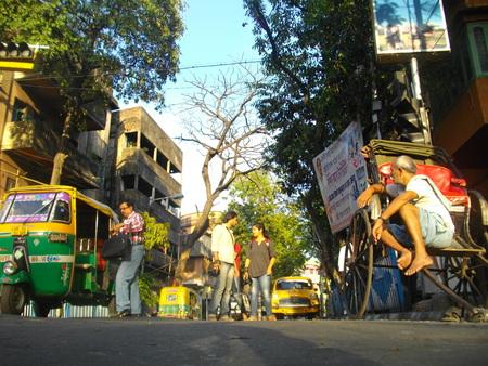 rikscha: Fotograf und Rikschafahrer. Geschossen auf Nachmittagsstunden in Kalkutta, Indien am 08.03.15.
