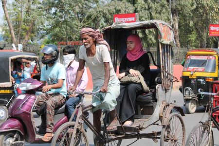 rikscha: Reisen in muslimische Rikscha. Geschossen auf Gandhi Maidan, Patna auf 2015.03.13 in den Nachmittagsstunden. Editorial