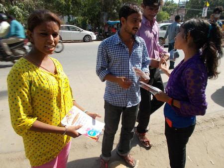 Saleswomen market services. Young professionals. Travel Bihar. 21.07.2015 afternoon, Gandhi Maidan, Patna, Bihar, India.