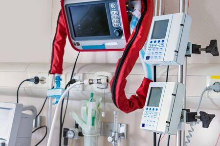 Ventilators, and vital sign monitors next to Intense Care Unit bed. Zdjęcie Seryjne