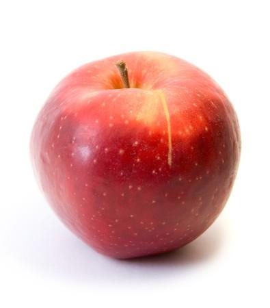 appel water: Rode appel fruit geïsoleerd op witte achtergrond