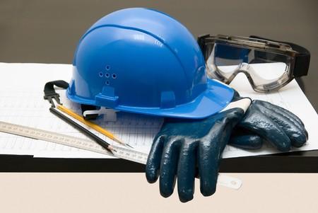 seguridad industrial: Crear tema: objetos diferentes sobre una mesa Foto de archivo