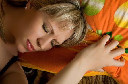 sleeplessness: dormire piuttosto caucasica donna bionda