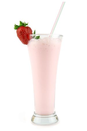 Strawberry smoothie: fragole fresche milkshake isolato su bianco