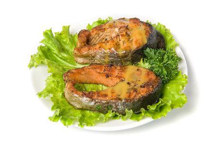 corcovado: Sabroso plato de salm�n jorobado de peces aislados en un fondo blanco