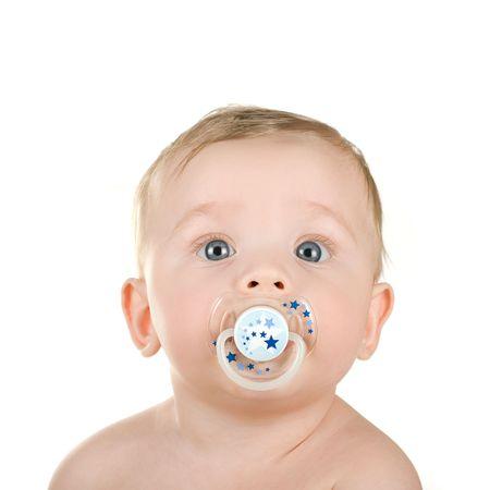 pacifier: bebé con chupete aislado en un fondo blanco  Foto de archivo