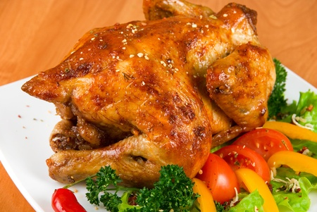 roasted chicken garnished with fresh tomatoes, green salad, pepper and greens Stock Photo - 8400036