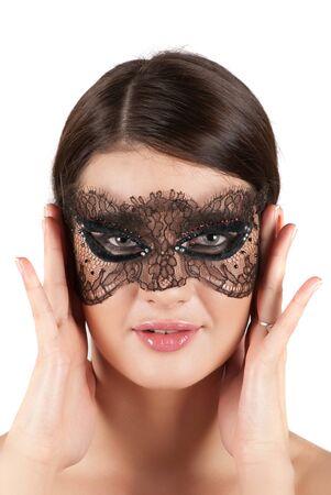 niña en primer plano la máscara sobre un fondo blanco