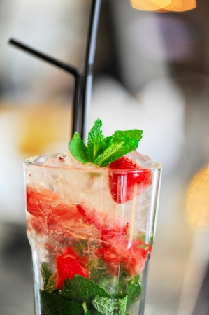 mohito: Strawberry mohito cocktail with ice and mint