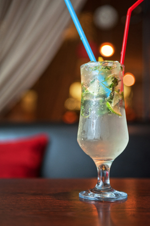 nonalcoholic: non-alcoholic mohito cocktail at table