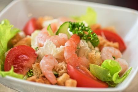 kingsize: Caesar shrimp salad with cheese and arugula