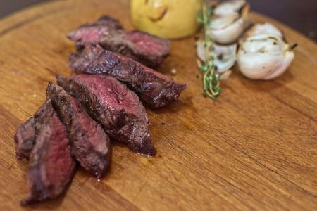 carne asada: filete de ternera a la parrilla con hierbas y verduras