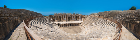 teatro antiguo: Pammukale, Turkey - July, 2015: photo of ancient theatre in the city Hierapolis, near modern turkey city Denizli